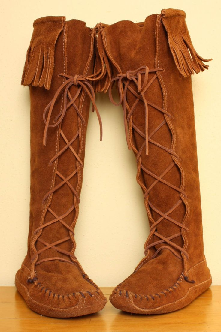 tall minnetonka fringe moccasin boots in brown suede - size 6 errfkep